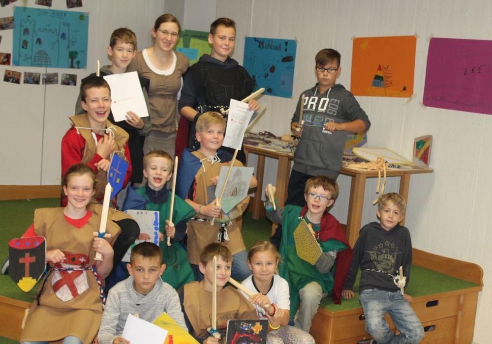 Die Teilnehmer des Workshops vor ihrer Ausstellung. Foto: Privat