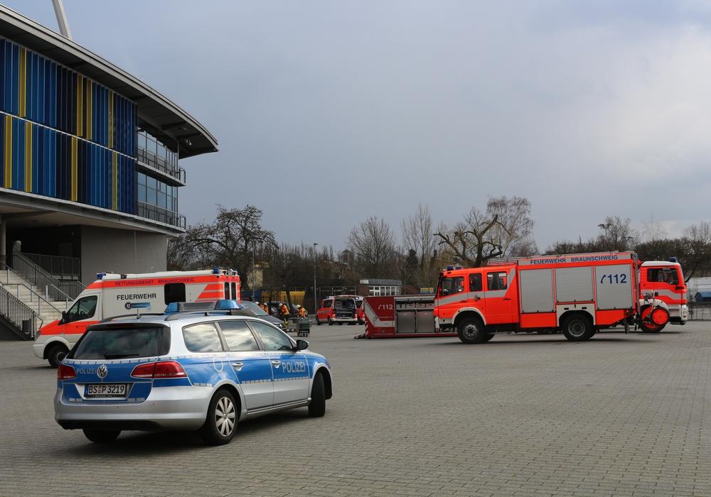 Die Feuerwehr rückte mit dem Gefahrstoffzug aus. Foto: Robert Braumann