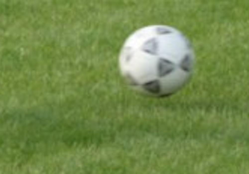 Auf dem Sportplatz in Groß Stöckheim wurde randaliert. Symbolfoto: Fußball.