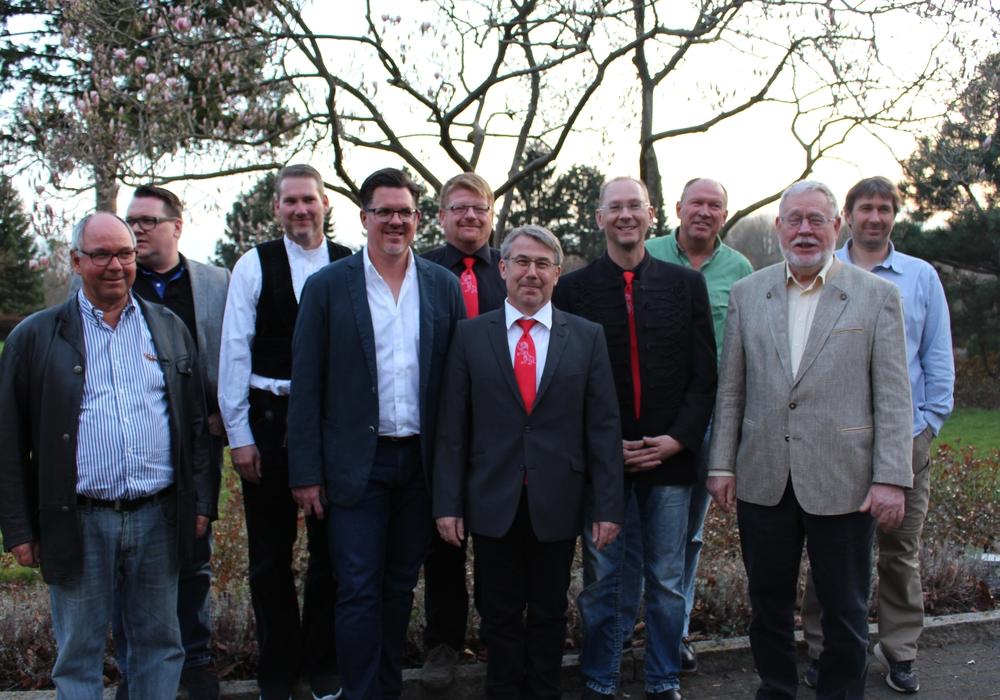 Von links: Martin Kammerhoff, Ole Kammerhoff, Marcel Knopf, Florian Grabenhorst, Peter Marske, Dirk Wiegel, Uwe Heuer, Horst Aeffner und Marcus Fredersdorf. Foto: Nick Wenkel