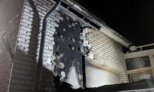 Die Fassade wurde durch das Feuer stark beschädigt.
