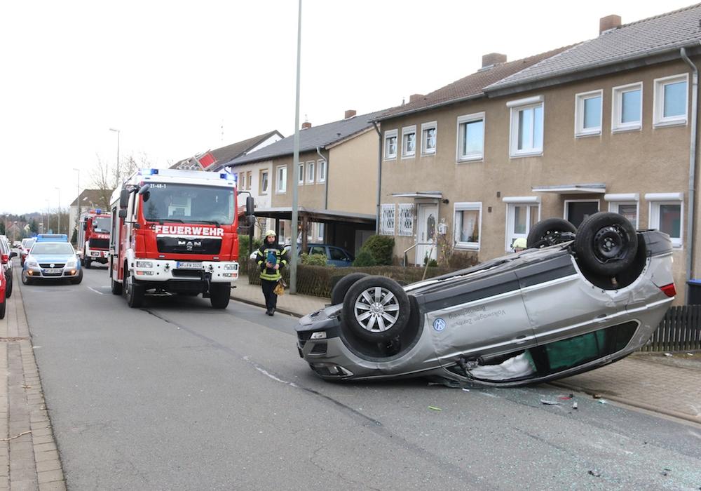 Am Sonntag hatte sich ein Tiguan in der Elbinger Straße überschlagen. Geschwindigkeit spielte dabei aber keine Rolle. Fotos/Video: Werner Heise