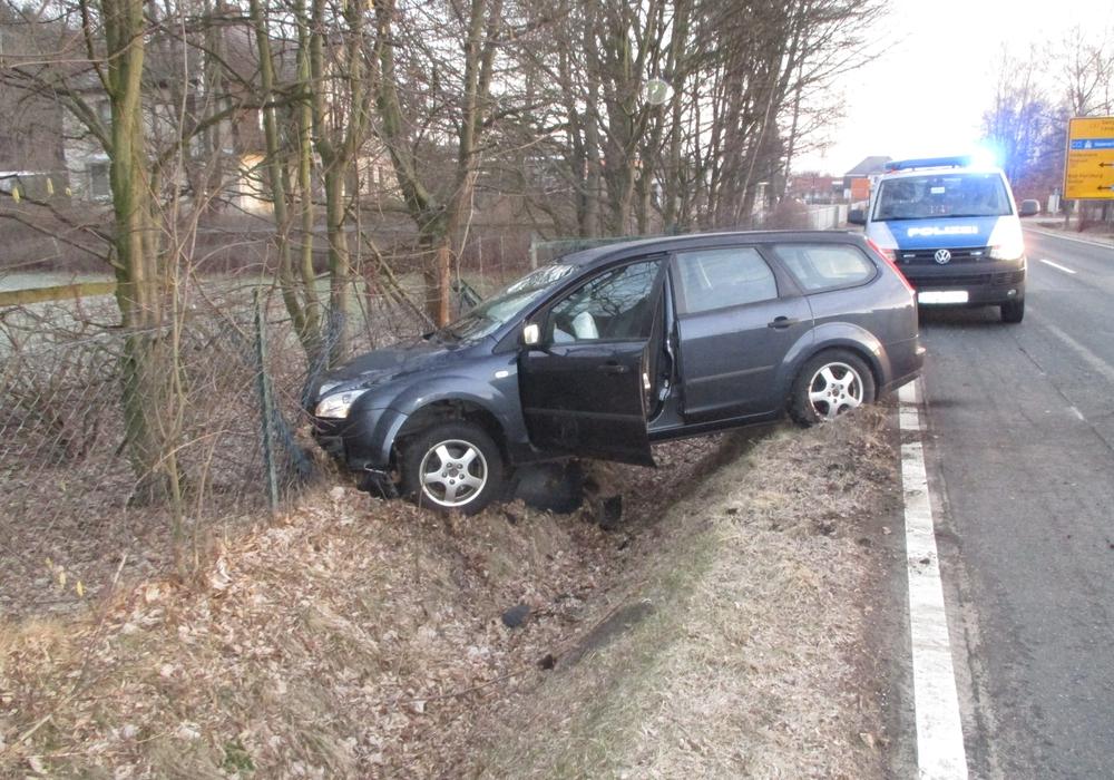 Am Auto entstand Totalschaden. Foto: Polizei Langelsheim