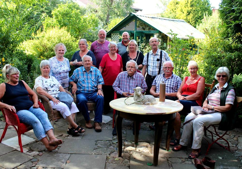 In gemütlicher Runde sind Besucher aus Ahlum, Dettum, Roklum, Winnigstedt, Klein Biewende und anderen Orten zu sehen. Foto: Bernd-Uwe Meyer