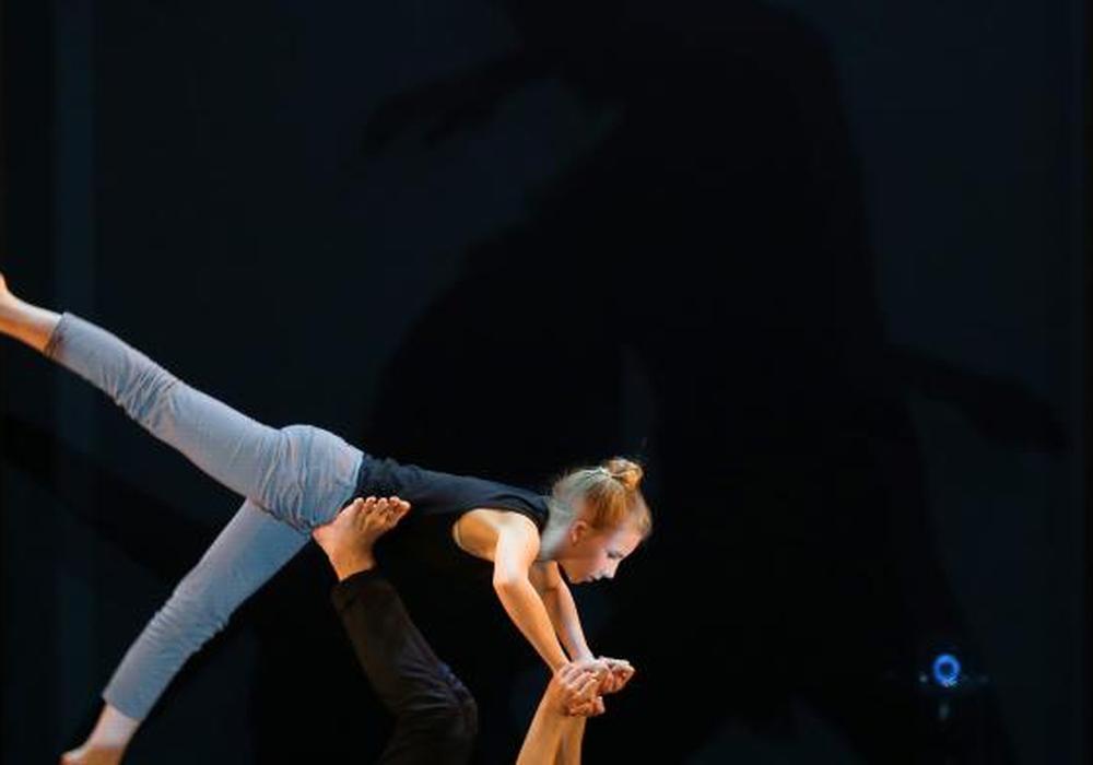 """Szene aus der Choreografie """"Freier Fall"""". Foto: Leitzke, Matthias"""