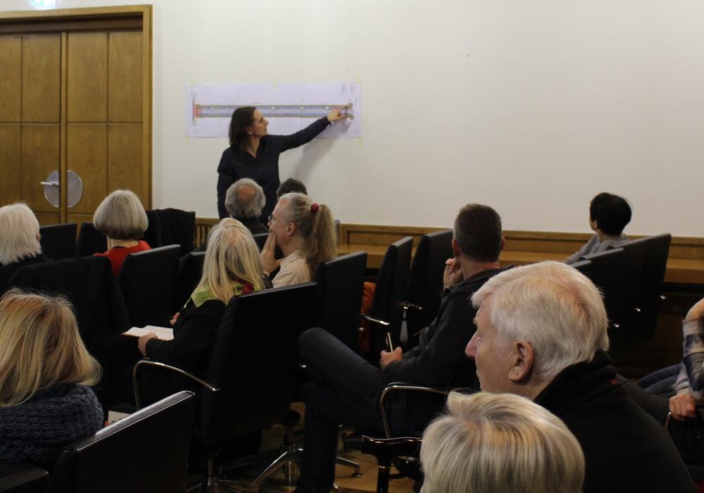 Die Verwaltung hatte zu einem Informationsabend in den Großen Sitzungssaal des Rathauses geladen. Fotos: Jonas Walter