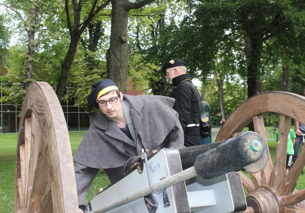 regionalHeute.de-Redakteur Max Förster hat die Aktionsflächen auf dem Altstadtfest getestet. Foto/Video: Anke Donner/Robert Braumann