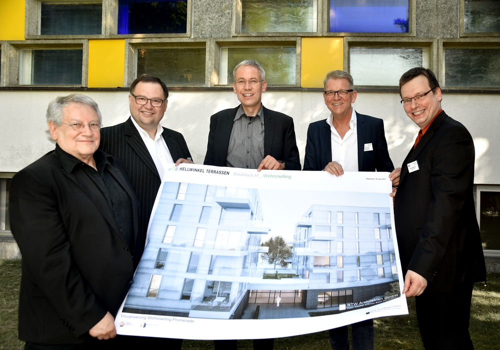 Professor Günter Pfeifer, Alexander Prokoptschuk, Kai-Uwe Hirschheide, Peter Teicher und Daniel Manthey. Foto: Stadt Wolfsburg/Lars Landmann