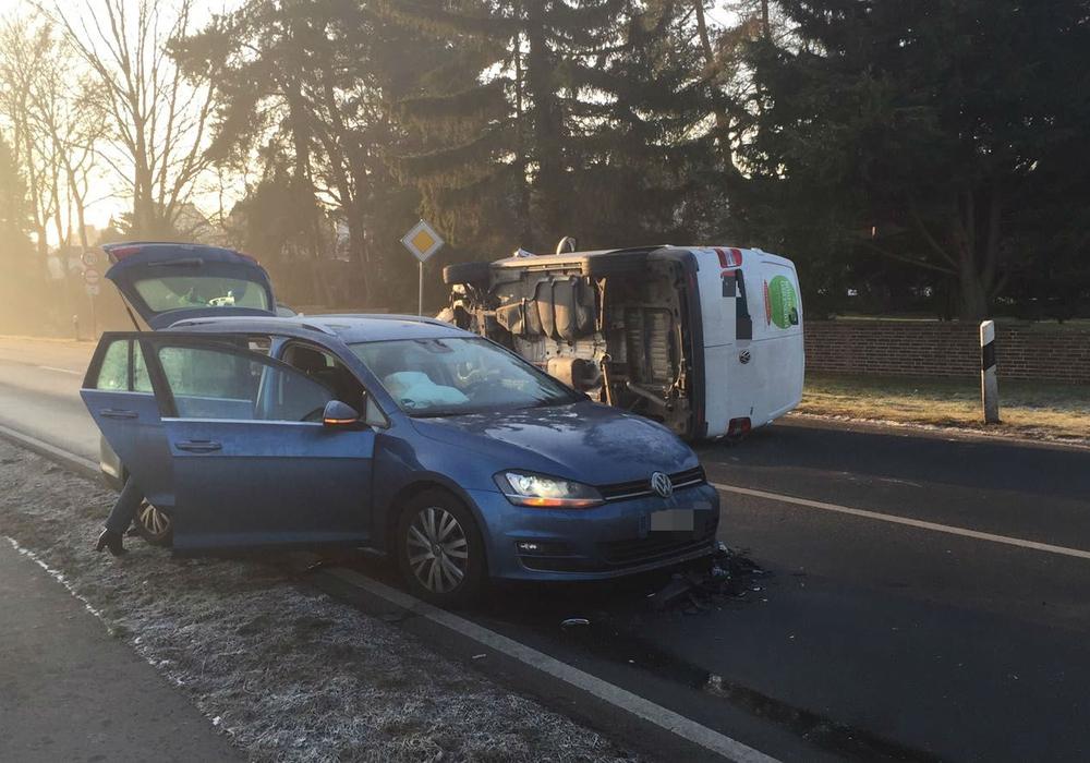 Auf der K5 kam es am Morgen zu einem Unfall mit drei beteiligten Fahrzeugen. Fotos: Bernd Dukiewitz