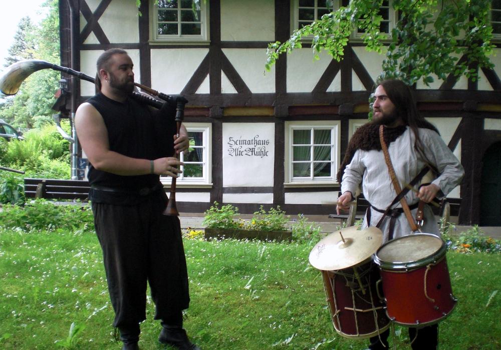 Das Duo Höllentanz tritt beim Mühlenfest auf. Foto:Schacht