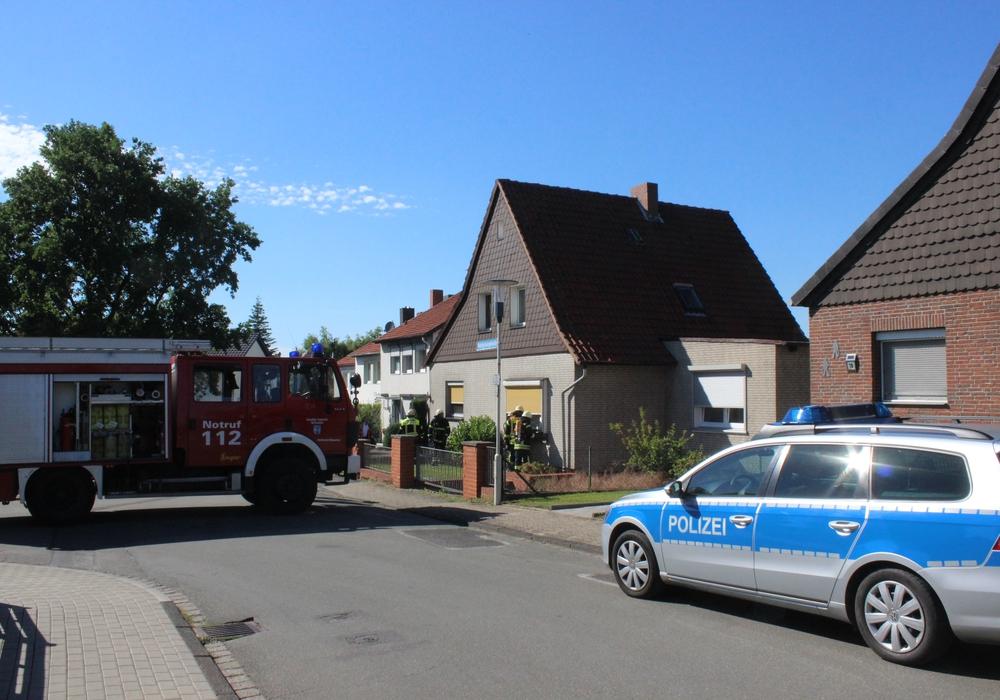 Die Feuerwehr Wolfenbüttel wurde am frühen Donnerstagabend in die Pestalozzistraße gerufen. Dort hatte in einem Einfamilienhaus der Rauchmelder angeschlagen. Foto: Anke Donner