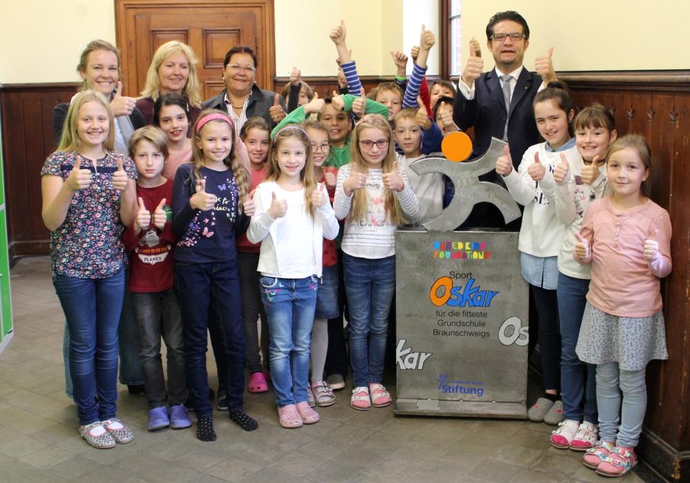 Am Freitag wurde der Sport-Oskar an die Grundschule Edith Stein übergeben. Fotos und Podcast: Alexander Dontscheff