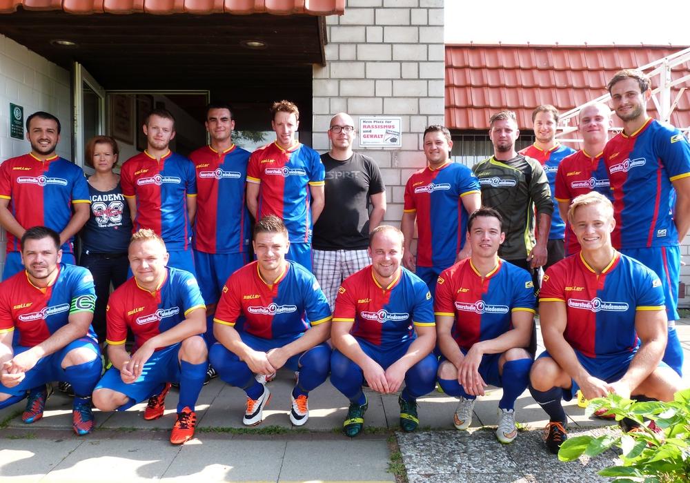 die zweite Herrenmannschaft des SV Halchter setzt ein Zeichen gegen Rassismus und Gewalt auf dem Sportplatz. Foto: Privat