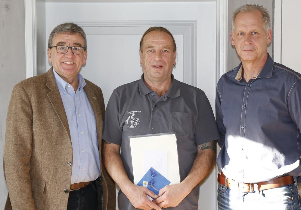 Bürgermeister Thomas Pink, Helmut Hagedorn und Detlef Ziegert (Personalrat). Foto: Stadt Wolfenbüttel