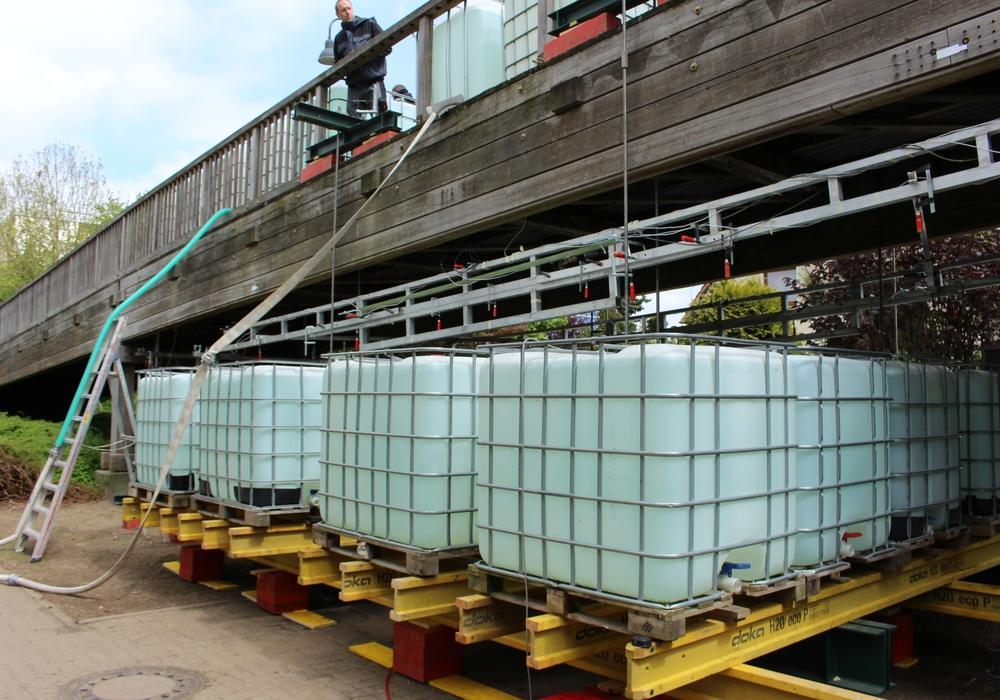 Die Belastungsprobe wurde mit Wassertanks durchgeführt. Foto: Frederick Becker