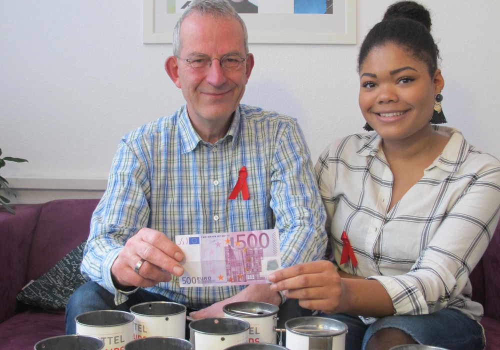 Jürgen Hoffmann (Geschäftsführer) und Laetitia Mawela (Freiwillige im Bundesfreiwilligendienst) – beide: Braunschweiger AIDS-Hilfe e.V. Foto: Aids-Hilfe Wolfenbüttel