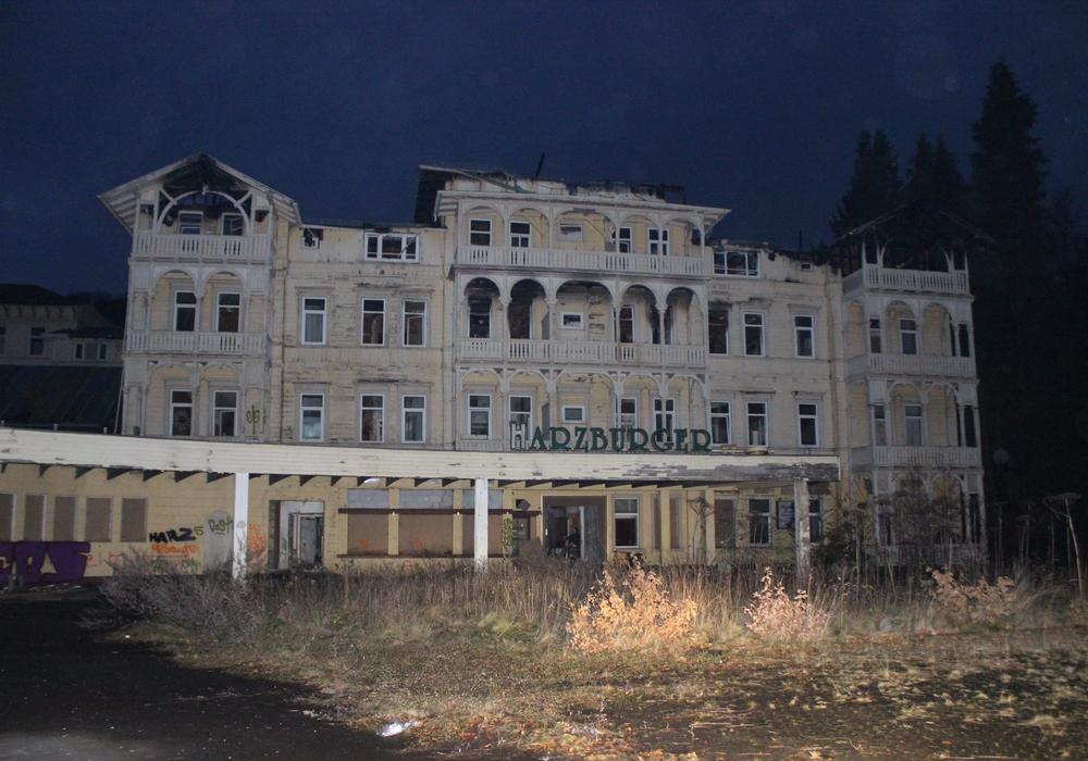 Anblick aus alten Zeiten: Der Harzburger Hof wurde mittlerweile abgerissen. Bald soll hier ein neues Hotel entstehen. Foto: Anke Donner/Archiv