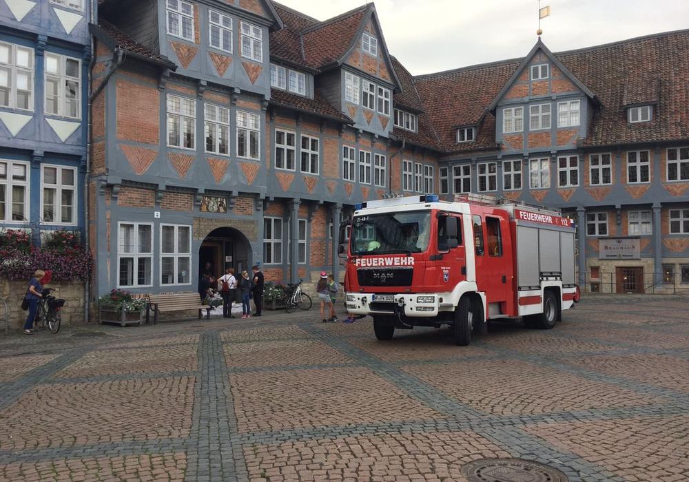 Am gestrigen Donnerstag wurde eine Frau der Feuerwehr beinahe überfahren. Symbolfoto: Anke Donner