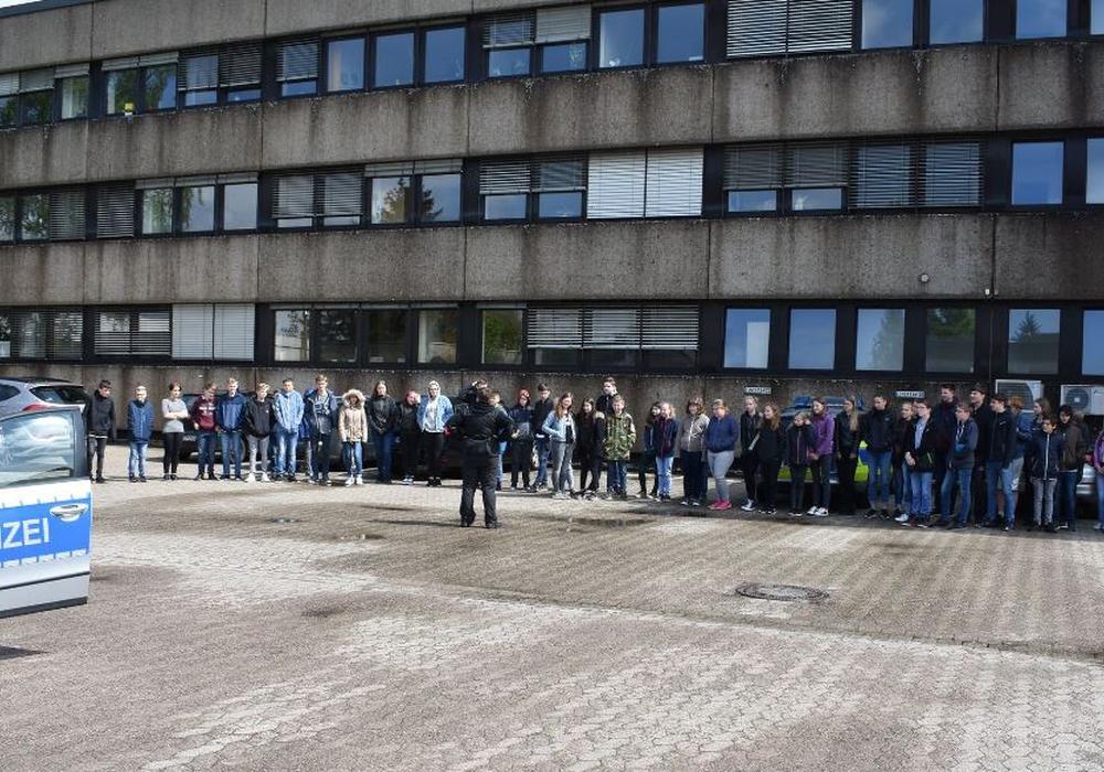 Zahlreiche Schüler waren heute bei der Peiner Polizei zu Gast. Foto: Polizei Peine