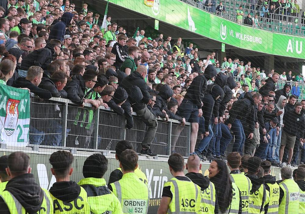 Die Anhänger des VfL sind enttäuscht und aufgebracht. Foto: Agentur Hübner/Archiv