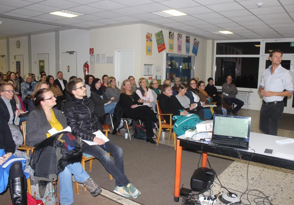 """An der Grundschule Am Geitelplatz fand am Dienstagabend ein Vortrag zum Thema """"Das Lernen lernen"""" statt. Fotos: Anke Donner"""