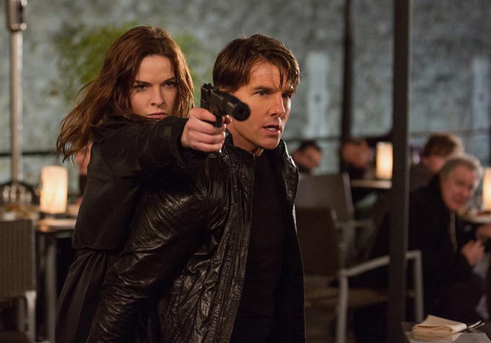 Ethan Hunt mit buchstäblicher Rückendeckung von Undercover-Agentin Ilsa Faust. Foto: Paramount Pictures