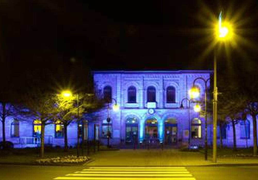 In farbiges Licht getaucht präsentiert sich der Helmstedter Bahnhof kürzlich während einer privaten Feier. Foto: Jonathan Flatt