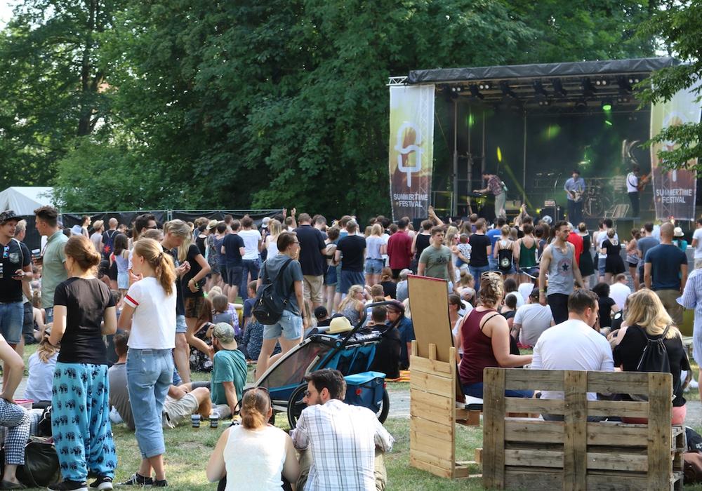 Bereits am späten Nachmittag besuchten mehr als 1.800 Menschen das diesjährige Summertime Festival. Fotos/Video: Werner Heise