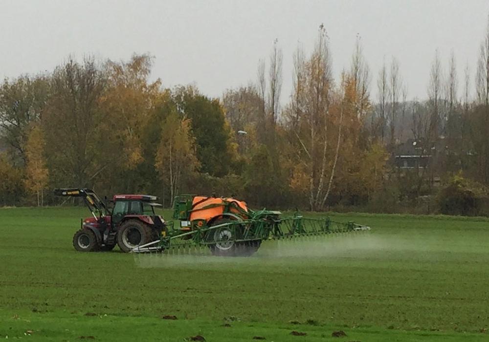 DIE LINKE will den Glyphosateinsatz auf landkreiseigenen Flächen verhindern. Symbolfoto: Alexander Panknin
