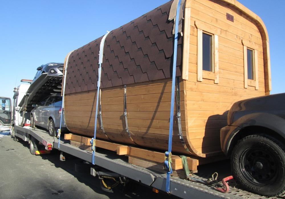 Die mobile Sauna durfte erst weiter rollen, nachdem sie ordnungsgemäß gesichert worden ist. Fotos: Polizei Helmstedt