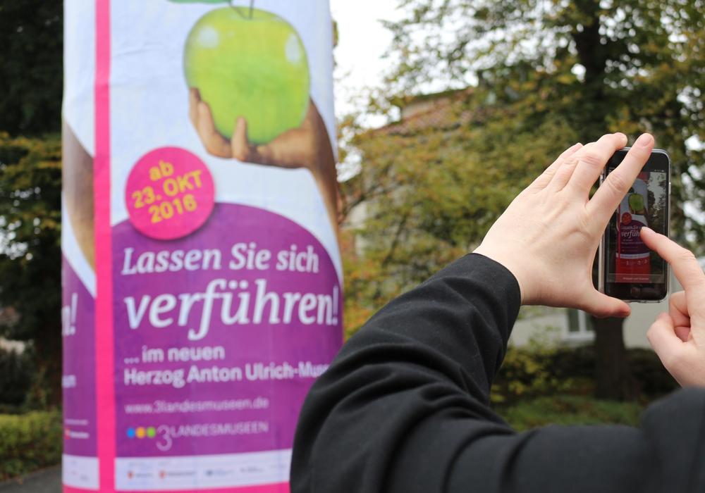 Die neuen Plakate sollen besonders ein neues Publikum absprechen, Foto/Video: Robert Braumann