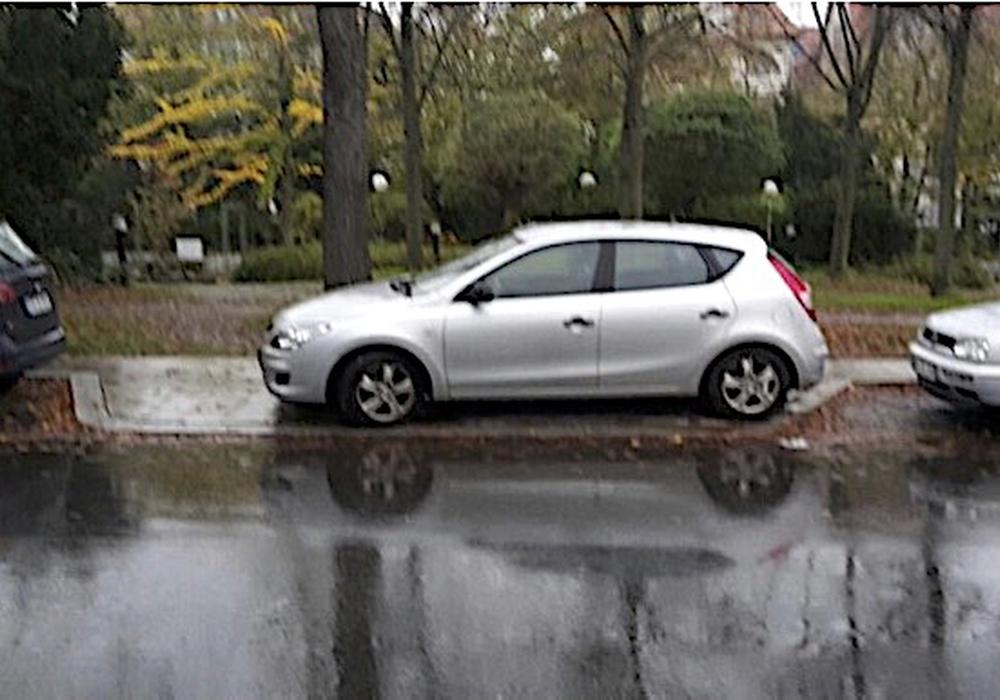 Immer wieder wird die Querungshilfe zugeparkt. Foto: CDU