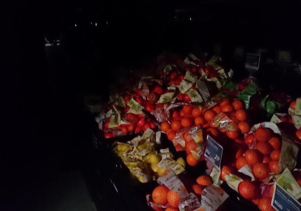 In Teilen Wolfenbüttels ist der Strom ausgefallen. Auch bei einem großen Einkaufsmarkt standen die Kunden im Dunkeln. Foto: Ewa Lorraine Nitschke