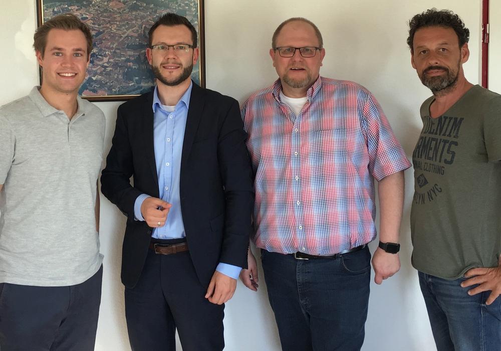 Lars Alt (Fraktionsvorsitzender der FDP), Alexander Goebel (Leiter des Helmstedter Regionalmanagements) Mark-Henry Spindler (Zukunftsinitiative Elm-Lappwald), Michael Fitzke (stv. Fraktionsvorsitzender der UWG) (v. li.). Foto: Junge Liberale Niedersachsen