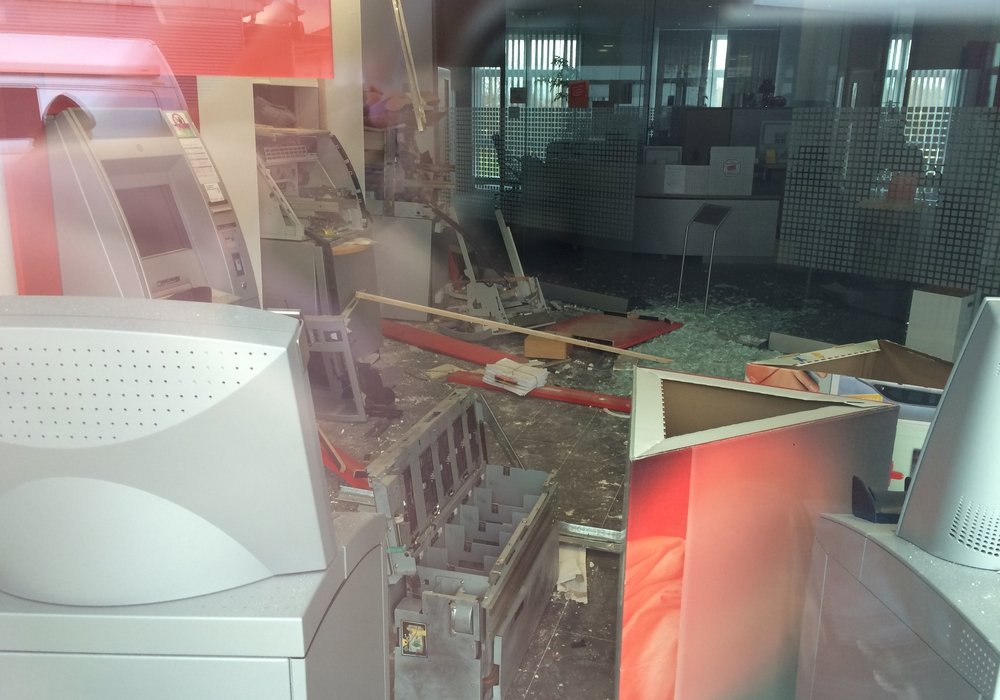 Cremlingen  Geldautomaten aufgesprengt, Foto: 24-7 aktuell