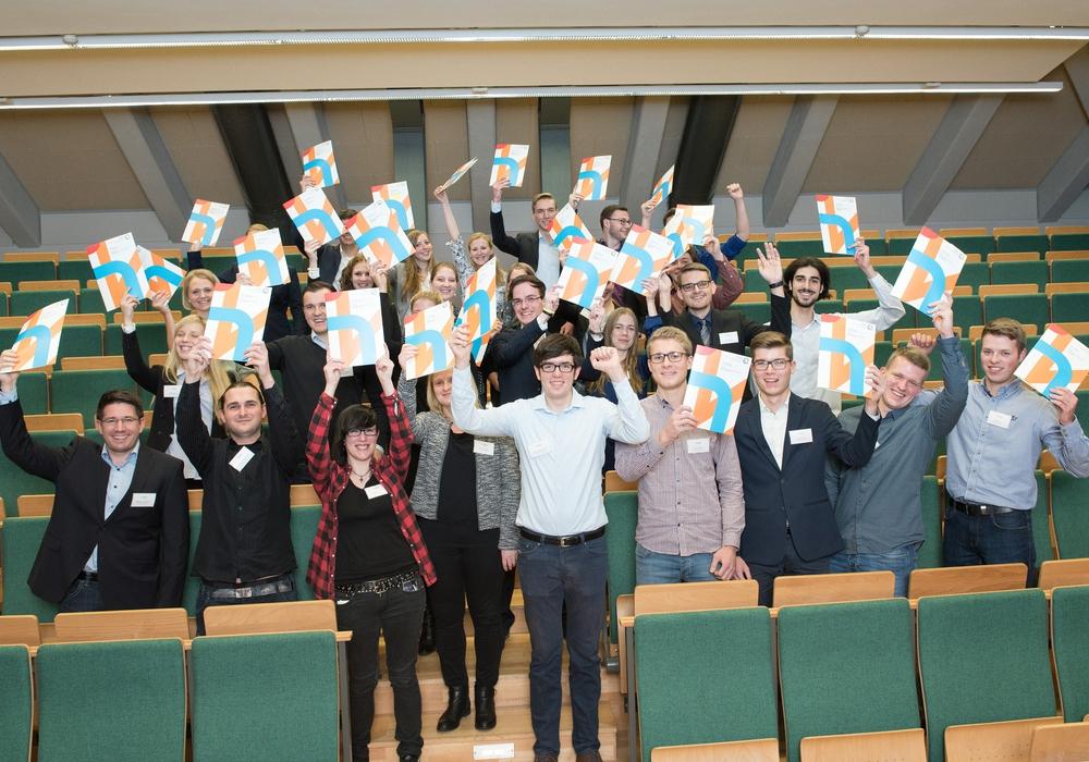 37 Stipendiaten erhielten beim diesjährigen Matchingabend am 22. November an der Ostfalia Hochschule in Wolfenbüttel das Deutschlandstipendium im Gesamtwert von 133.200 Euro. Foto: Ostfalia