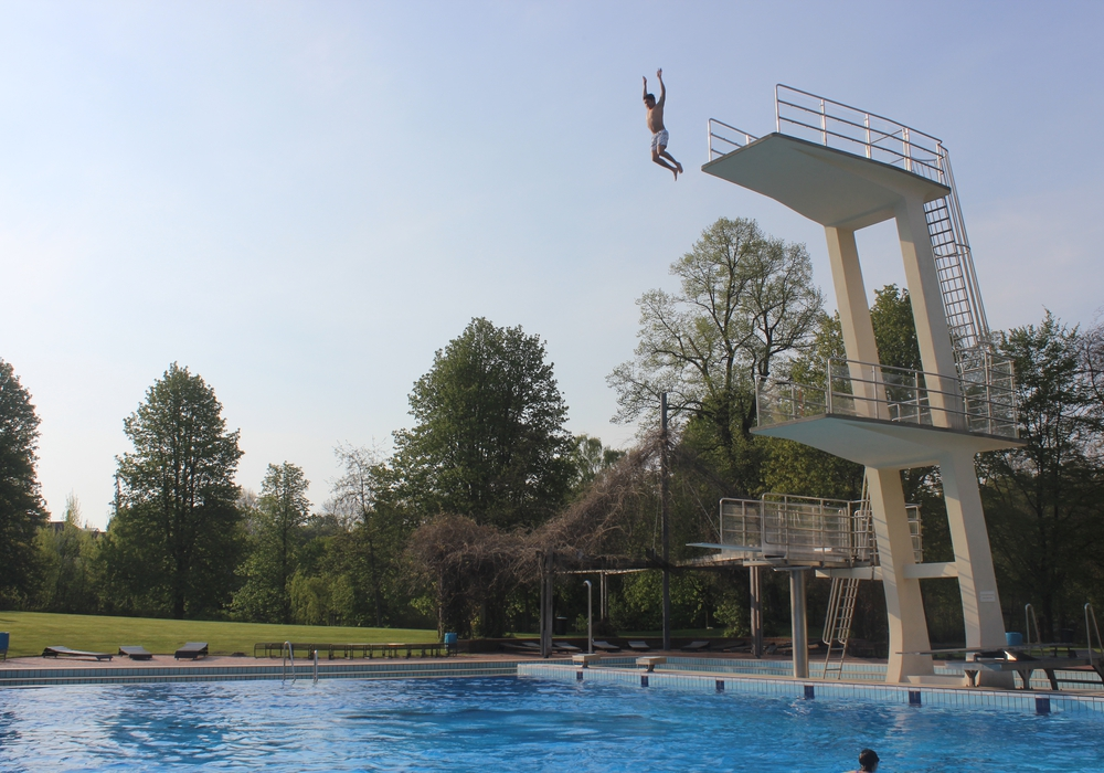 Das aktuelle Freibad im Bürgerpark. Baden wird man in den restaurierten Flussbadeanstalten jedoch nicht können. Symbolfoto: Anke Donner