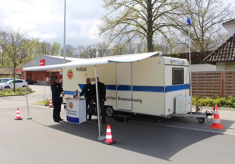 Das Info-Mobil der Polizei zum Thema Einbruchschutz ist regelmäßig an verschiedenen Orten im Stadtgebiet unterwegs. Foto: Archiv/Alexander Dontscheff