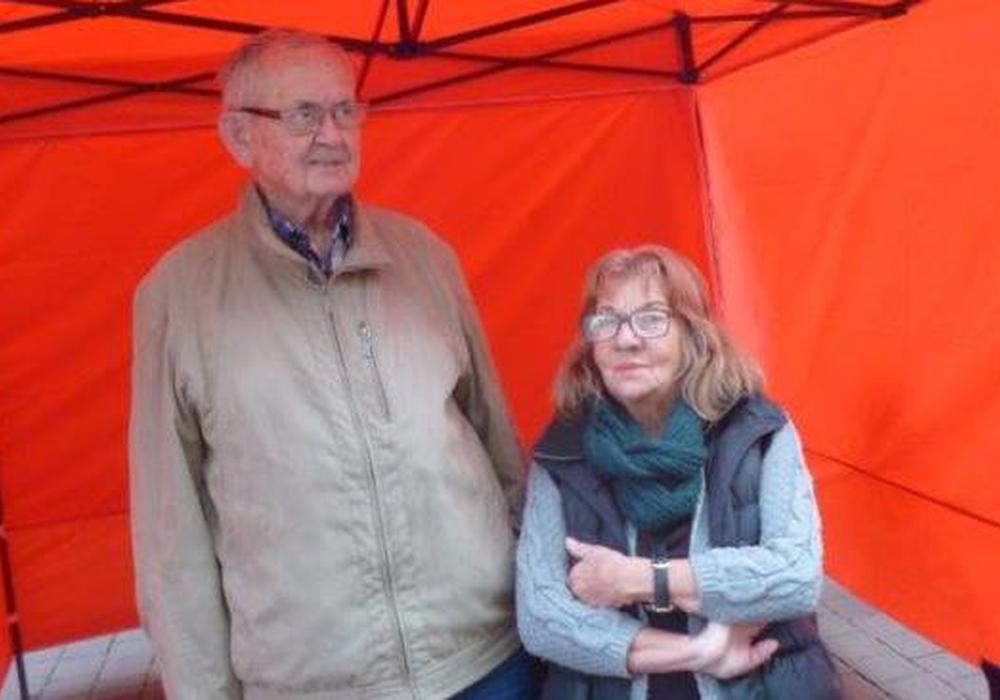 Hartmut  Schulz und Claudia Rothberger laden ein ins Sozialcafé. Foto: Die Linke