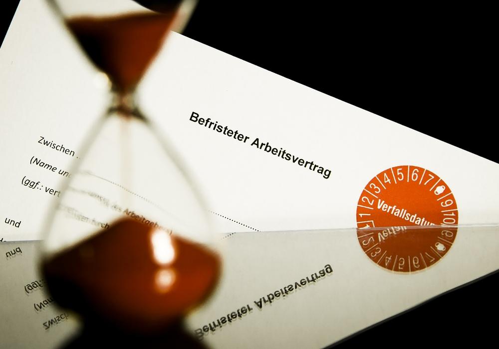 Die Uhr läuft: Befristete Jobs sind gerade unter Berufsstartern verbreitet. Das soll sich ändern, fordert die IG BAU. Foto: IG BAU