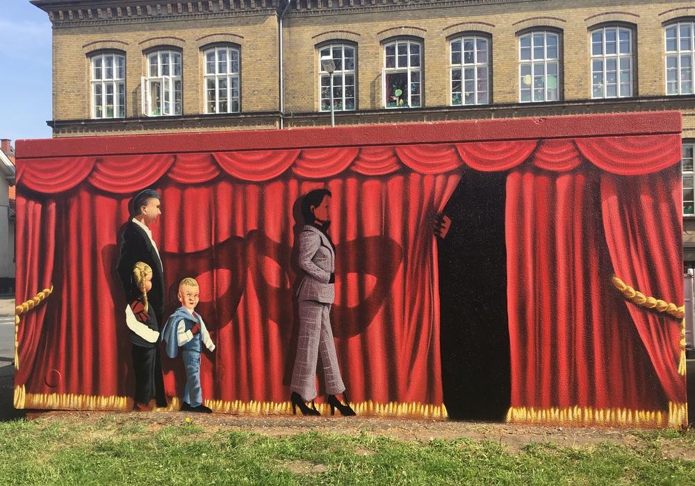 Die Trafostation vor dem Lessingtheater im neuen Grafitti-Look. Foto: Nick Wenkel