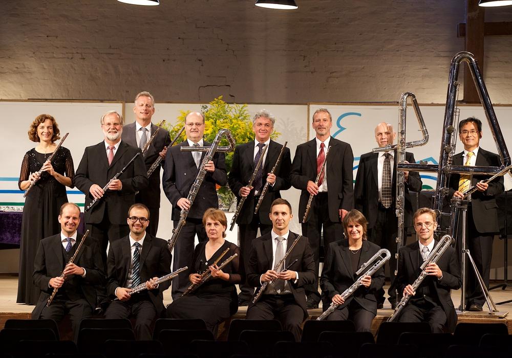 Die 14 Berliner Flötisten. Foto: Axel Nickolaus