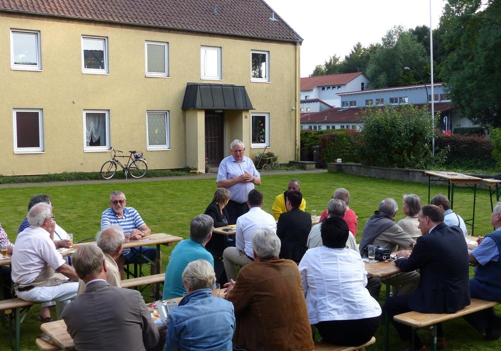 Der Arbeitsminister Nordrhein-Westfalens und CDA-Bundesvorsitzende Karl-Josef Laumann sprach in zwangloser Atmosphäre. Foto: Adrain Haack