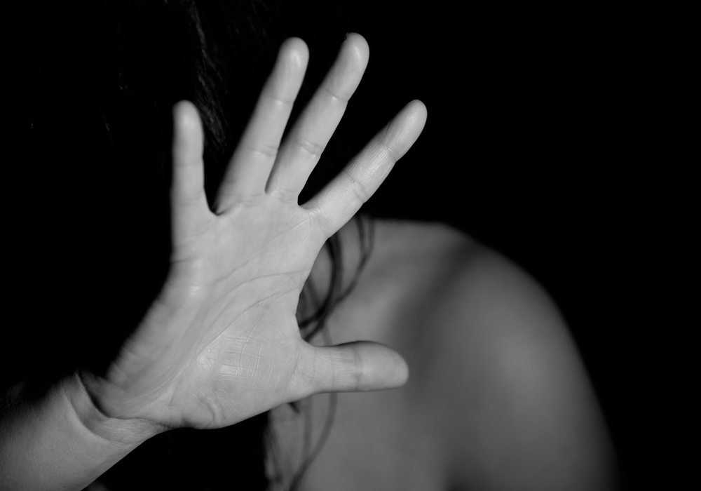 Der Angeklagte soll die Geschädigte mehrmals geschlagen haben, unter anderem auch am Kopf. Symbolfoto: pixabay