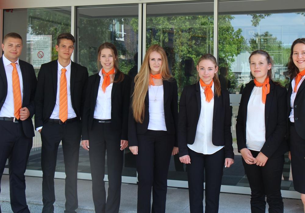Personalleiterin Isabell Rühle (rechts) mit den sechs neuen Auszubildenden (von links) Alexander Weber, Pascal Schmid, Nina Heine, Katharina Kunze, Kim Möhle und Melina Guebbas. Foto: Volksbank WF-SZ