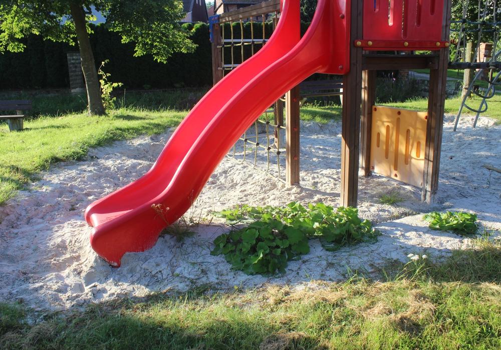 Auf dem Achimer Spielplatz fehlt seit dem Hochwasser Sand. Foto: Anke Donner