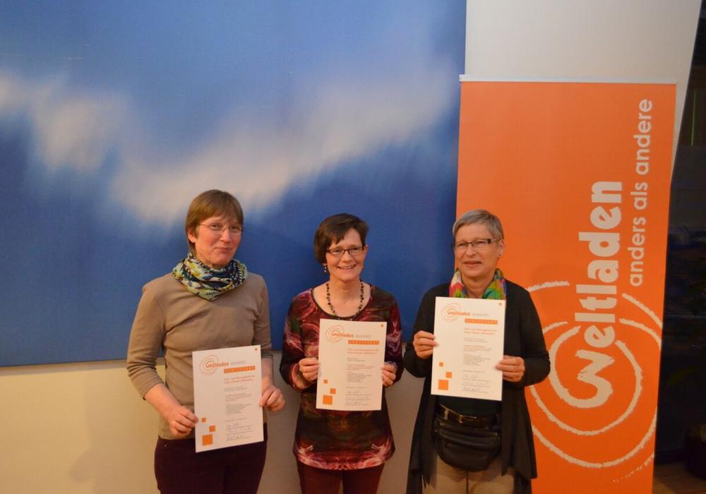 Drei Mitarbeiter des  Vereins Werkstatt Solidarische Welt absolvierten eine Lehrgang in Nürnberg. Foto: Privat