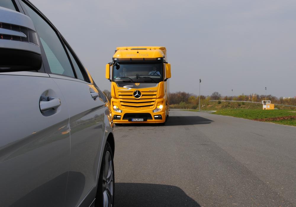 Es wurden drei Beleuchtungsabdeckungen  von einem Lastwagen gestohlen. Foto: Marc Angerstein