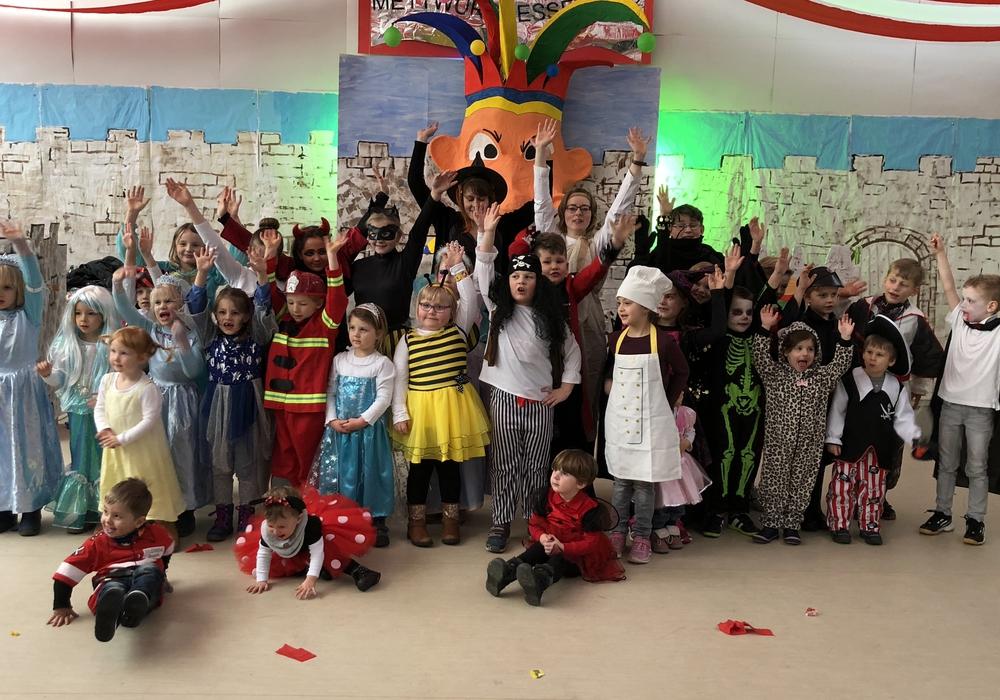 Die kleinen Narren feierten auch in Dorstadt. Foto: Peter G. Matzuga