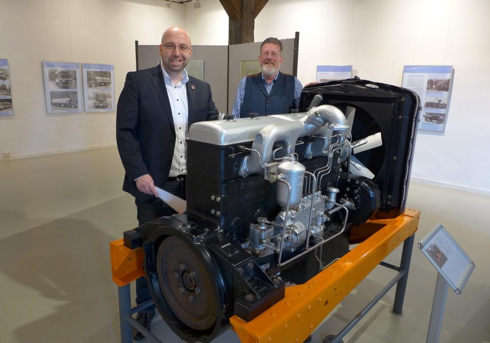 Stadtrat Eric Neiseke und Museumsleiter Dr. Broder-Heinrich Christiansen stellten die Ausstellung vor. Foto: Stadt Saltgitter
